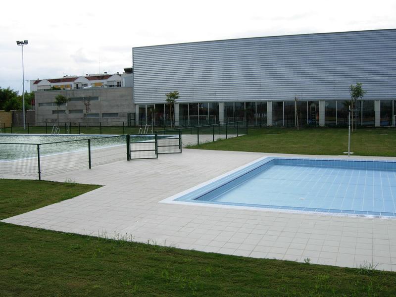 Polideportivo municipal anexo piscina cubierta for Piscina municipal cubierta